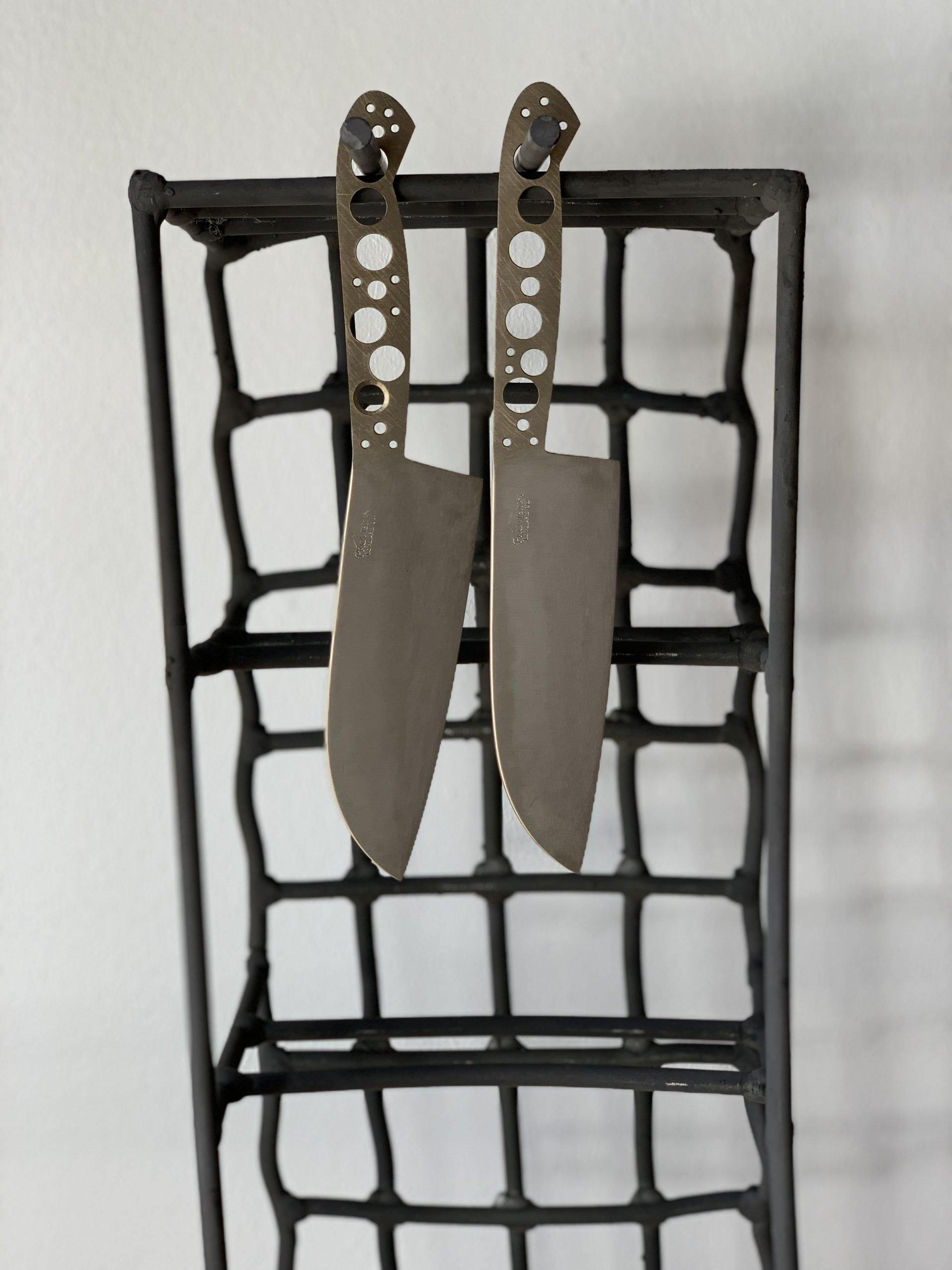 knives hanging