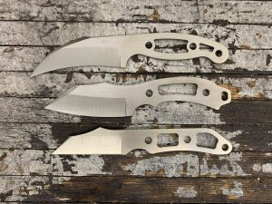 Image of 3 knives laying on a table